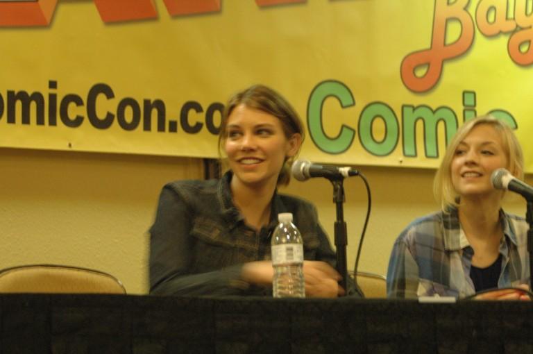 Lauren Cohan answering a fan question